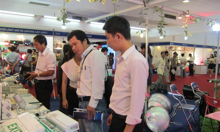 Gần 200 DN tham gia Lighting World 2012 in Vietnam