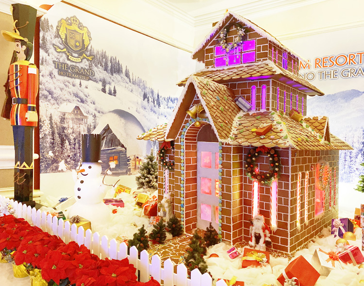 GingerBreadHouse2-2457-1576121437.jpg